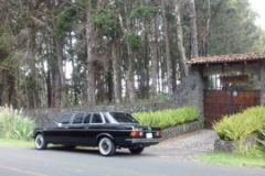 MOUNTAIN-MANSION-ENTRANCE.-COSTA-RICA-MERCEDES-300D-RIDES